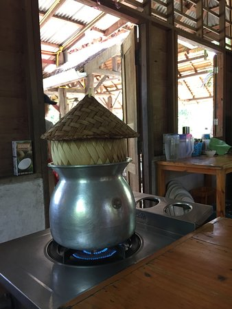 Thai Farm Cooking School: Glutinous rice cooking away while we're preparing our dish
