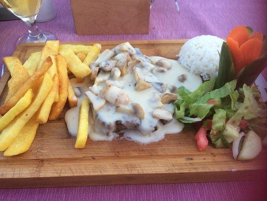 Sun Apartments Marmaris: Steak with mushroom sauce dinner