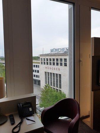 H4 Hotel Muenchen Messe: Studio mit tollem Ausblick