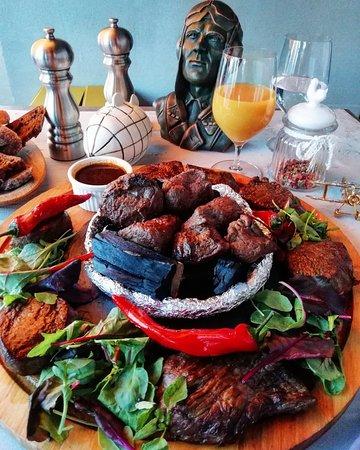Aviator Restaurant & Bar: Большое мясное плато на три персоны в AVIATOR