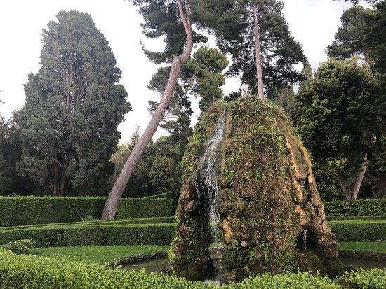 Villa d'Este: Garden rocks with falls