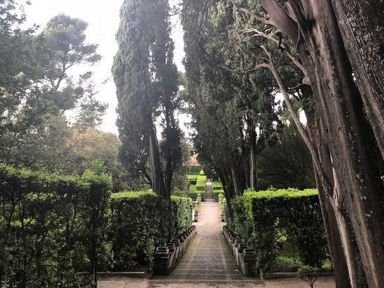 Villa d'Este: Paths were easy to navigate
