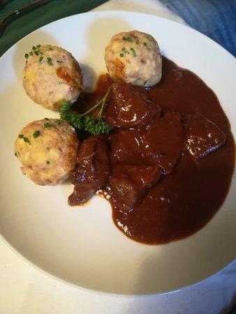 Malga Huber: Canederli con goulasch.