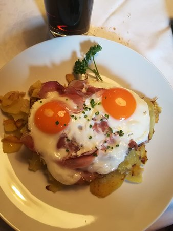 Malga Huber: Uova, patate e speck.