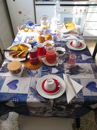 Gattatico, Италия: Colazione al B&B Il Ghirone / Breakfast at B&B Il Ghirone