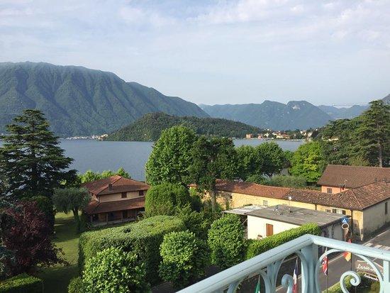 Mezzegra, Italy: Guardando dal balcone
