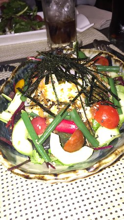 Ma yucca ~Restaurant Franco-Japonais~: Salade mixte (tomates / haricots / oeuf poché / concombre / salade / algues)