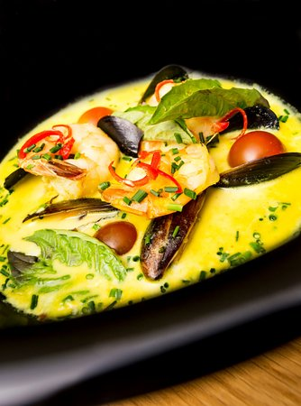 El Mat Tapas Bar: MUSSELS AND LANGOSTINES CURRY
