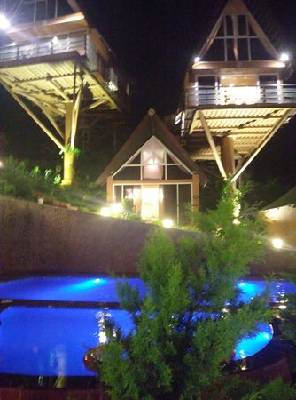 Rumourss Sky Villa & Resort : Swimming pool lighted at night