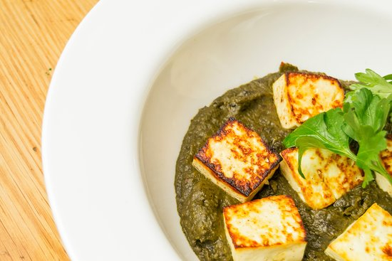 El Mat Tapas Bar: PALAK PANEER. SPINACH CURRY WITH COTTAGE CHEESE AND CHAPATI