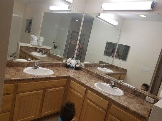 Caribe Cove Resort Orlando: Master bathroom