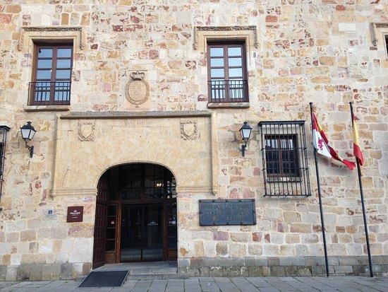 Parador de Zamora: Hotel entrance