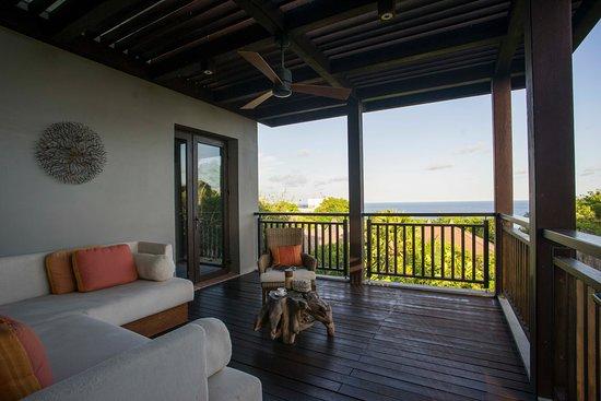 The Ritz-Carlton, Bali : the Ritz-Carlton Cliff Villa Balcony