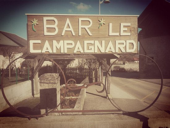 Le Campagnard: L'enseigne historique à l'entrée du parking