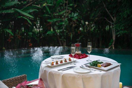 The Ritz-Carlton, Bali: In-Villa Romantic Dining Experience