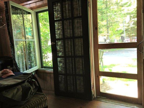 Inlet, Νέα Υόρκη: Love that big window that swings open! Great breezes!!