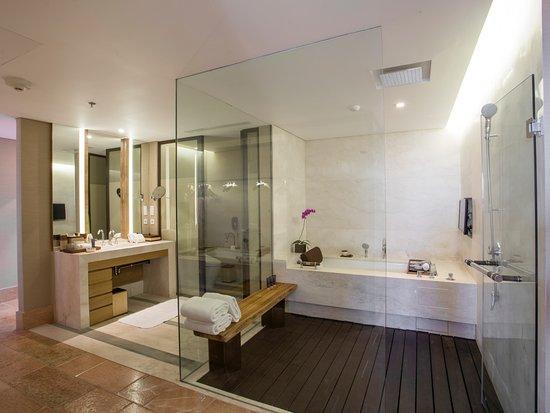 The Ritz-Carlton, Bali: Sky Villa Bathroom