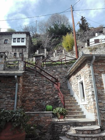 Makrinitsa, Grecja: Ο εξωτερικός χώρος