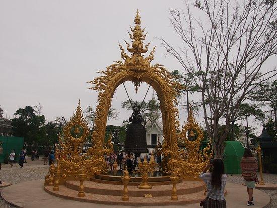 Wat Rong Khun: 鐘のようなもの。
