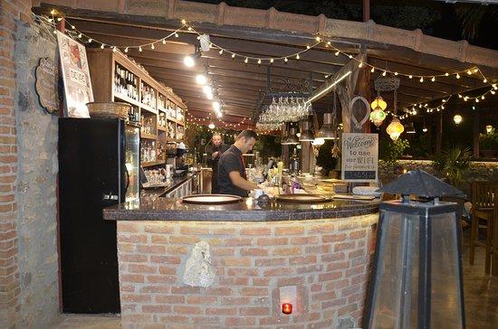 Izela Restaurant: Great bar