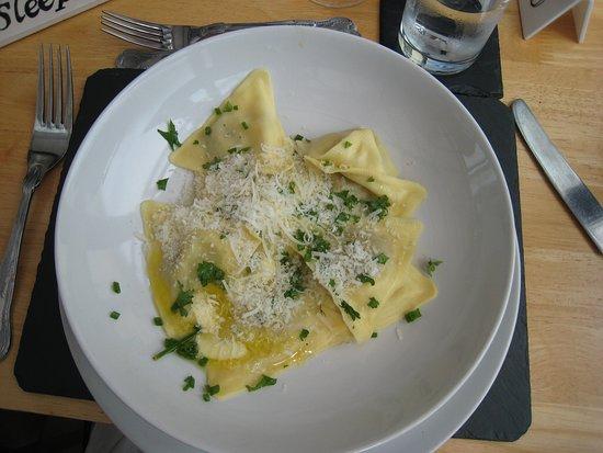 CWM Deri Vineyard Restaurant: Ravioli main course