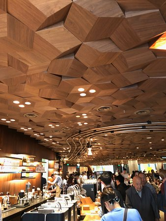 "Starbucks Reserve Roastery Shanghai: ""Iced"" Youthberry White Tea --short on the ICE!"