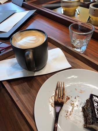 """Starbucks Reserve Roastery Shanghai: Smoked Butterscotch Latte--overpriced and just """"okay""""!"""