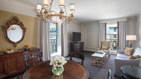 Willard InterContinental Washington: Oval Suite Living Room