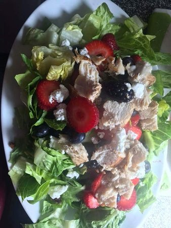 Tara's Kitchen and Cafe: Spring Berry Mix salad