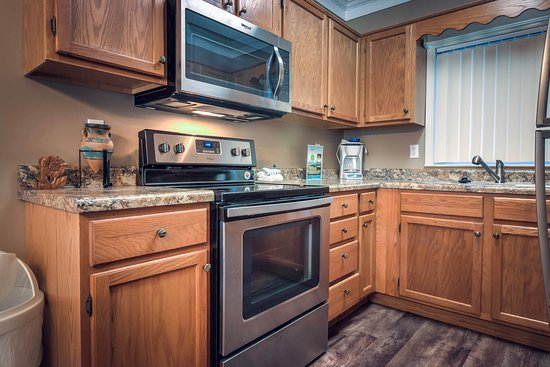 Whispering Pines Condominiums: Whispering Pines Vacation Condo Rental, Downtown Pigeon Forge, 412, Nature View 2 Bed 2 Bath