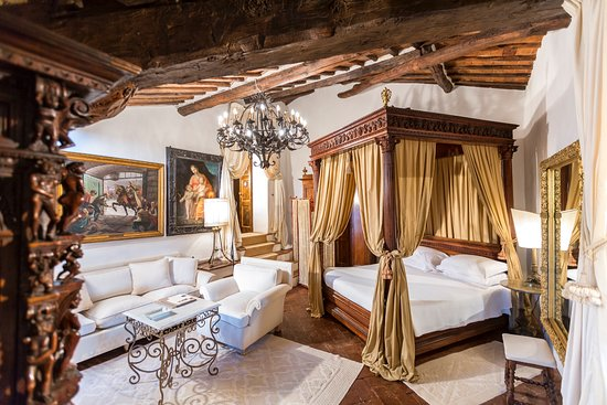 Pievescola, Italy: suite papale