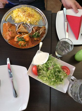 Great India: Микс карри, свежий салат(по моему подавался бесплатно)
