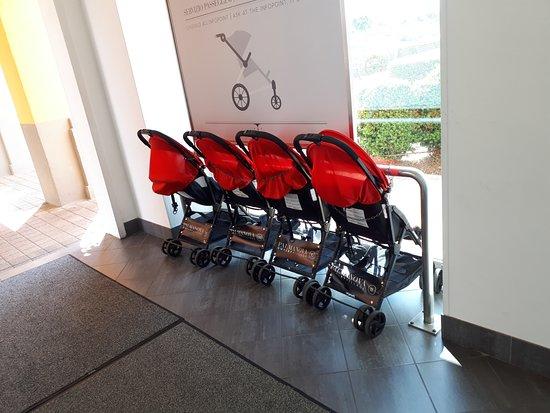 Kinderwagen für kleine Kunden - Picture of Palmanova Outlet Village ...