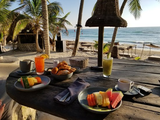 Papaya Playa Project: Complimentary breakfast for Platinum members