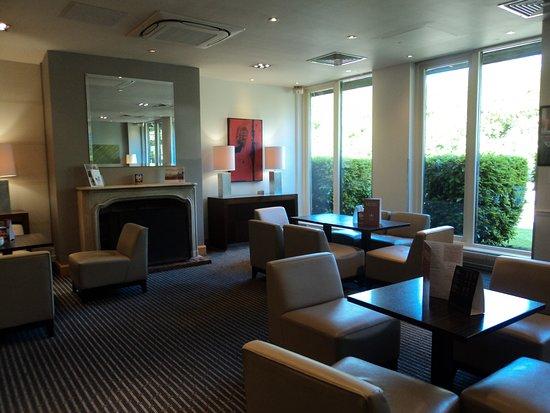 Holiday Inn Cambridge: Reception Lobby
