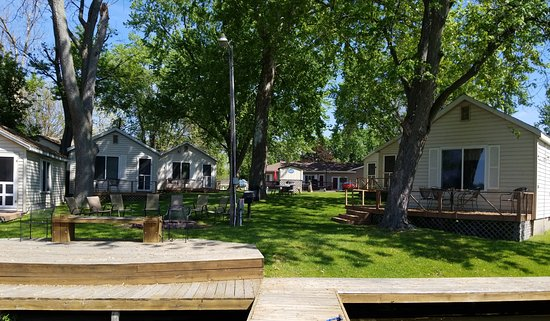 Monticello, IN: 6 lake front cabins with walk up to docks.