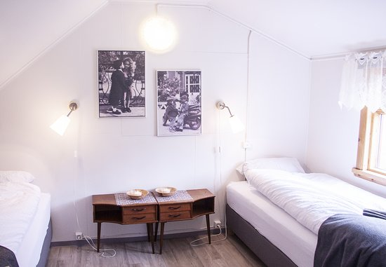 Fossardalur Guesthouse: Our twin room