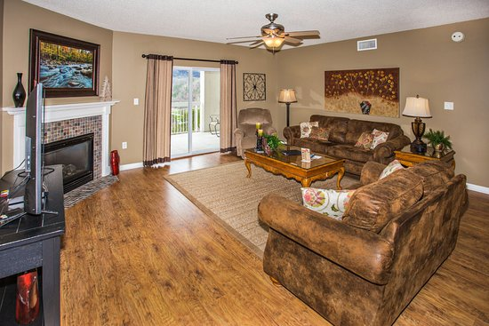 Whispering Pines Condominiums : Whispering Pines Vacation Condo Rental, Downtown Pigeon Forge, 544, Mountain View 4 Bed 3 Bath