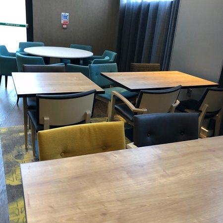"""Hampton by Hilton London Docklands: The """"Dining Room"""".... not even up to greasy spoon level, at least they have salt, sauces, napkin"""