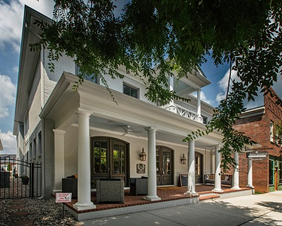 Chateau Bourbon B&B: Property (front)