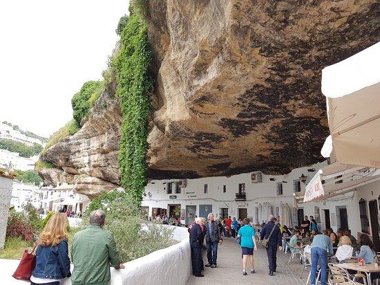 Setenil de las Bodegas, Spagna: Pueblo bonito