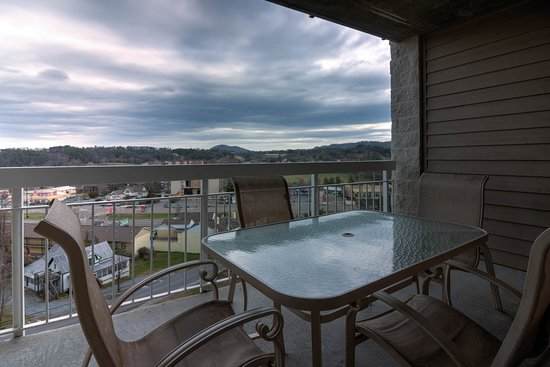 Whispering Pines Condominiums: Whispering Pines Vacation Condo Rental, Downtown Pigeon Forge, 224, City View 3 Bed 2 Bath