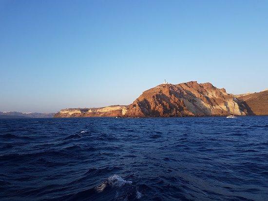 圣托里尼火山口游艇之旅,包含烧烤午餐和饮料照片