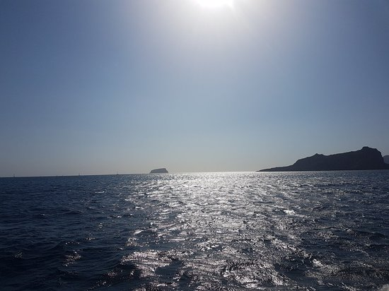 Santorini Caldera Sailing Tour with BBQ Lunch and Drinks ภาพถ่าย