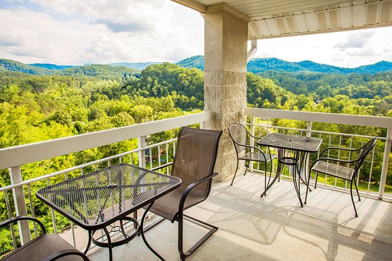 Whispering Pines Condominiums: Whispering Pines Vacation Condo Rental, Downtown Pigeon Forge, 451, Mountain View 1 Bed 1 Bath