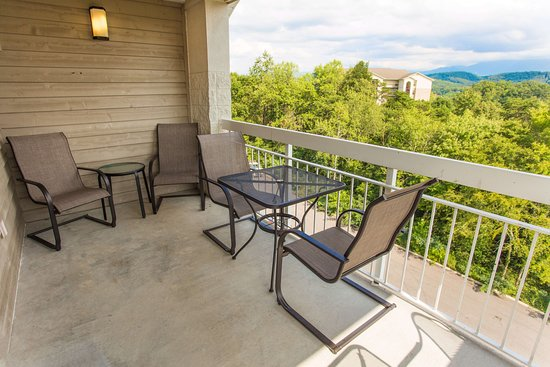 Whispering Pines Condominiums : Whispering Pines Vacation Condo Rental, Downtown Pigeon Forge, 451, Mountain View 1 Bed 1 Bath