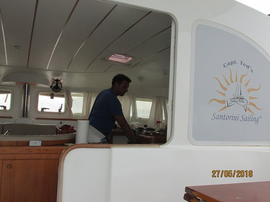 Santorini Caldera Sailing Tour with BBQ Lunch and Drinks: Captain and Chef all in one