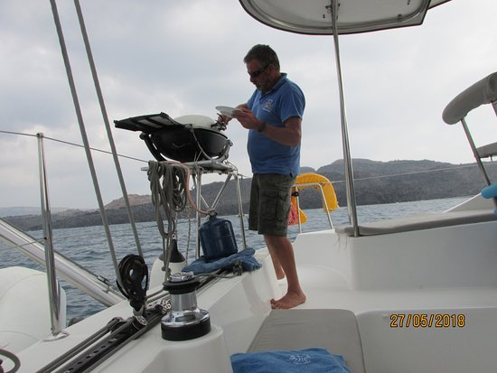 Santorini Caldera Sailing Tour with BBQ Lunch and Drinks: Captain and Grill master all in one
