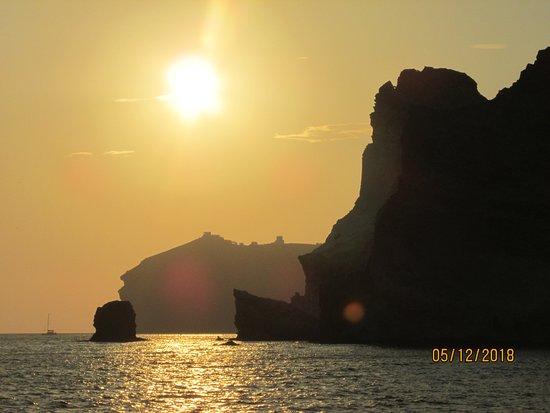 Santorini Caldera Sailing Tour with BBQ Lunch and Drinks: Beautiful sunset