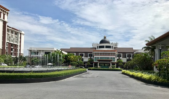 Le Meridien Suvarnabhumi, Bangkok Golf Resort and Spa: From the outdoors lounge